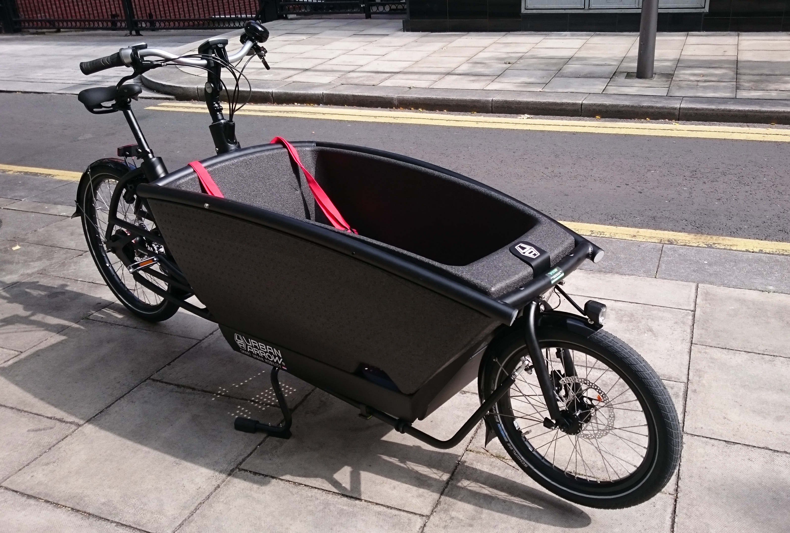 urban arrow electric cargo bike greenaer. Black Bedroom Furniture Sets. Home Design Ideas